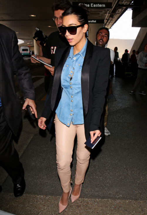 Kim Kardashian jets back into Los Angeles following a trip to Paris